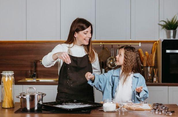 Descubra os benefícios de incluir as crianças no preparo dos alimentos